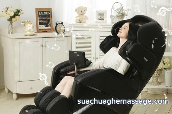 Tại sao vẫn có nhiều người mua ghế massage giá trên trời