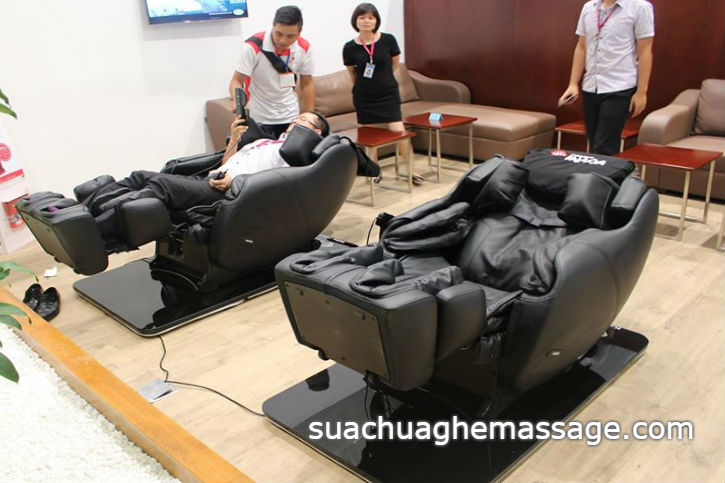 Ghế massage bị hỏng khách hàng gõ cửa trả tiền gấp đôi