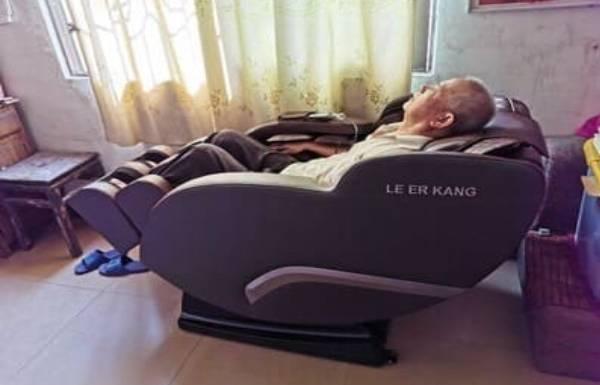 Cái kết cho khách hàng mua ghế massage giá rẻ về vứt bỏ
