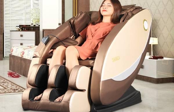 Ghế massage giá cũng thuê được diễn viên người mẫu để PR