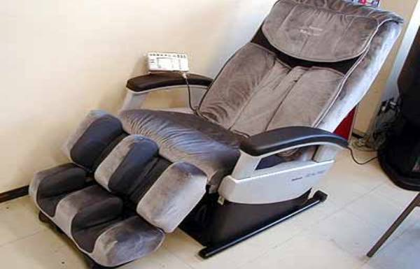 Tin tưởng thợ mua ghế massage nội địa Nhật cũ về vứt xó