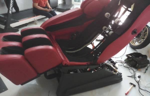 Hỏi mua linh kiện ghế massage ai cũng nhận là thợ sửa ghế